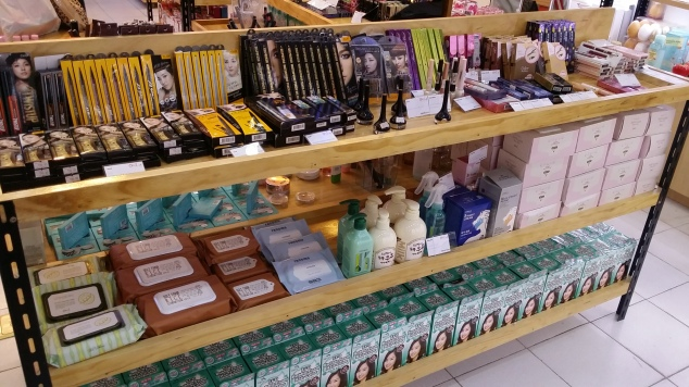 I may or may not have freaked out inside over this counter - CLIO PRODUCTS OH MY GOODNESS. LEE HYORI MY GODDESS OOHLALAAAAAA. (Sorry, Dara!) Also, those Etude House Color My Brows browcaras! I'm seriously contemplating on purchasing one as my Majolica Majorca one is harder to find here in Duma.